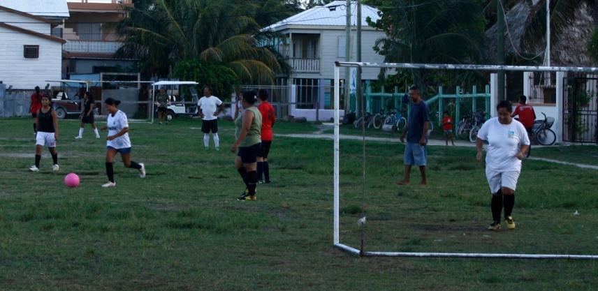 Fútbol femenino en Caye Caulker