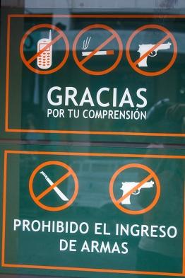 Prohibido entrar con armas!
